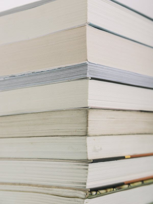 Fiction กับ Novel ต่างกันอย่างไร?